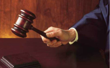 sentinta judecator, ciocanel