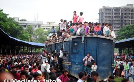 Sfarsitul Ramadanului a umplut trenurile in Bangladesh pentru sarbatoarea Eid al-Fitr