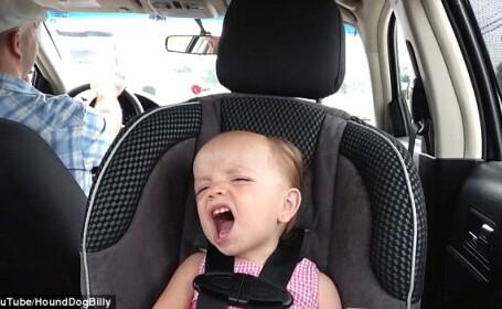 Cum canta aceasta fetita de numai doi ani pe piesele lui Elvis. A ajuns vedeta pe internet