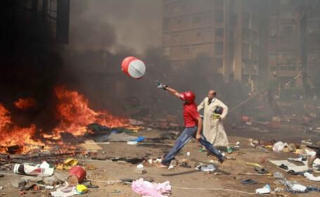 CRIZA IN EGIPT: 60 de biserici crestine, vandalizate. 24 de politisti au fost ucisi in Sinai