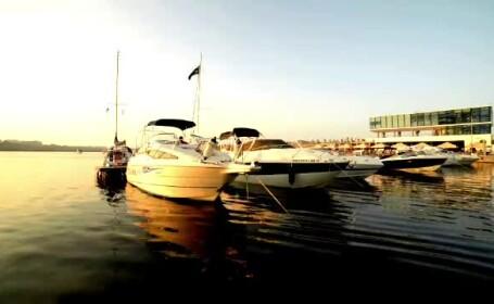 Noua fata a Portului Tomis. Turistii sunt fascinati de iahturile ancorate si de terasele cu scoici
