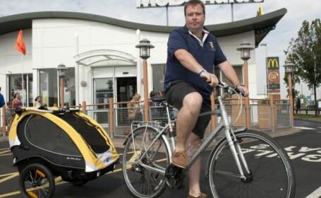 biciclist la mcdonald's