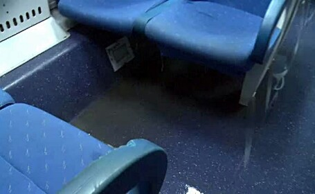 Trenul romanesc al groazei. Cativa calatori au stat intr-un vagon inundat timp de 4 ore
