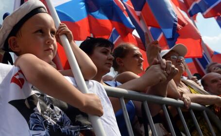 Sute de rusi au manifestat la Moscova pentru a-i cere presedintelui Vladimir Putin sa \