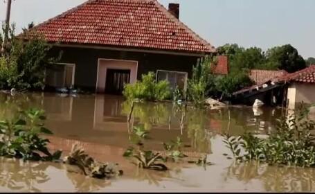 Inundatii de proportii in Bulgaria. Doi morti, zece persoane date disparute si alte sute de localnici salvati la limita