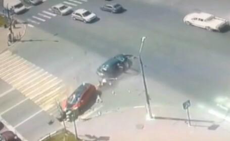 Sotul si cei doi copii ai soferitei au zburat prin geam in momentul impactului. Reactia politistilor cand au ajuns la ei