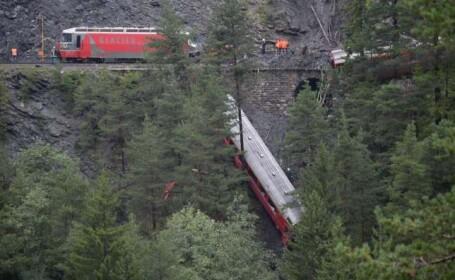 Imaginile unui cosmar trait in Elvetia. 11 raniti, 5 in stare grava, dupa ce un tren a deraiat intr-o prapastie
