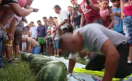 Suprematia pepenilor de Dabuleni este amenintata de cei din Gottlob, Timis. S-a organizat concurs de spart lubenita cu capul