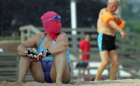 Noua moda pe plajele din China. \