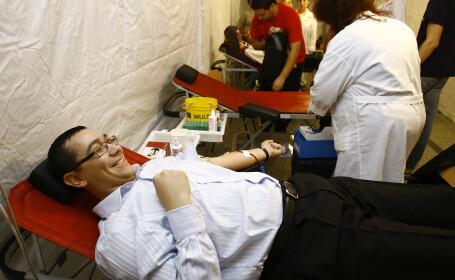 Victor Ponta a donat sange la Tulcea: N-am mancat, n-am baut alcool in ultimele ore