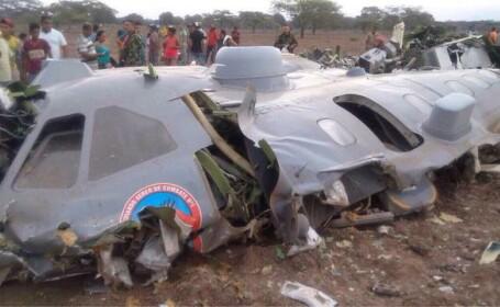 Un avion militar s-a prabusit in Columbia, cu 11 oameni la bord. FOTO si VIDEO de la locul accidentului