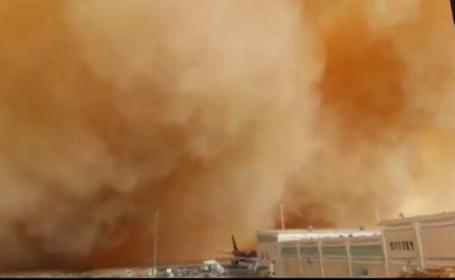 Fenomen extrem in Iordania. O furtuna de nisip a pus stapanire pe capitala tarii si a dat peste cap traficul aerian