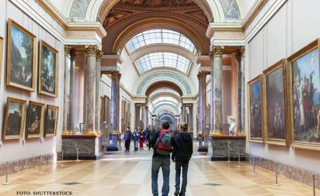 vizitatori la Muzeul Luvru