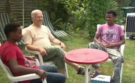 "Un parlamentar german a luat in gazda doi refugiati africani. ""Este de datoria noastra sa ii tratam ca pe fiinte umane"""