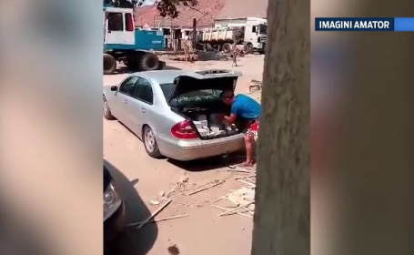 Furt filmat cu telefonul mobil. Ce incarca in portbajat doi barbati din Arad, in plina zi, chiar in centrul orasului