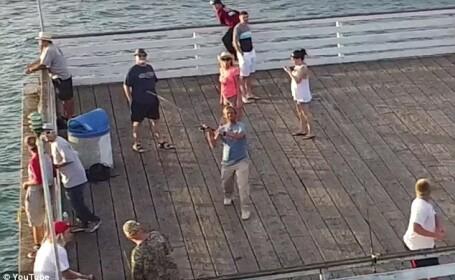 Cum a reusit un pescar sa prinda o drona cu undita. Imaginile l-au enervat foarte tare pe proprietarul aparatului. VIDEO