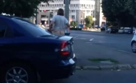 Metoda extrema de racorire pe vreme de canicula. Imagini surprinse pe o strada din Galati. VIDEO