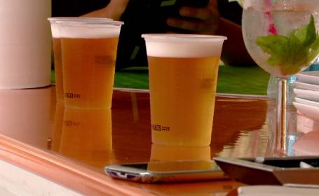 Turistii de pe litoral isi schimba preferintele de alcool de la o ora la alta. Ce se consuma dimineata, la pranz si seara