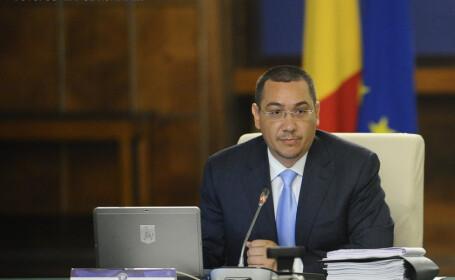 Victor Ponta la sedinta de guvern din 28 iulie cu mustata si barba
