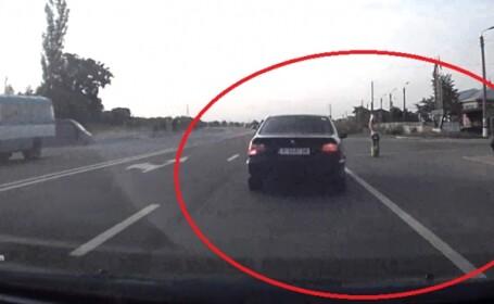 A observat o tanara care astepta autobuzul in statie. Ce gest a facut un sofer din Republica Moldova. VIDEO