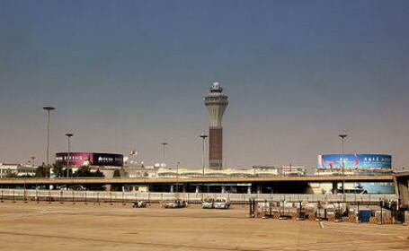 O pasagera a baut o sticla de cognac in Aeroportul din Beijing pentru ca nu a fost lasata sa o poarte in bagajul de mana