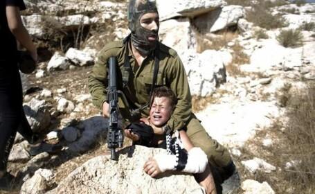 soldat aresteaza copil
