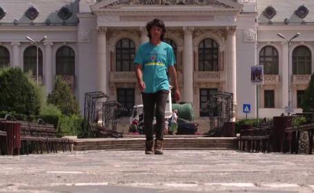 Ce a descoperit tanarul care a inceput turul Romaniei pe jos, cu 2000 de lei in buzunar: \