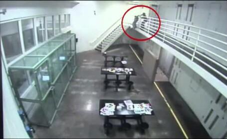 O detinuta care a vrut sa se sinucida a fost salvata de un gardian. Fapta sa a fost filmata de camerele de supraveghere