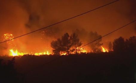 Sudul Frantei este parjolit de incendii provocate de seceta. Un oras de langa Marsilia, in pericol