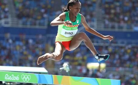 Atleta etiopiana Etenesh Diro s-a clasat pe locul 7 in finala probei de 3.000 m obstacole, dupa ce a alergat ultimii aproape 1.000 de metri fara pantoful drept, fiind descaltata de o adversara in timpul cursei.