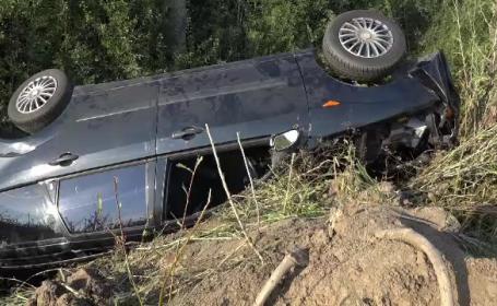 Un tanar de 21 de ani s-a rasturnat cu masina in Satu Mare. Mama si fratele lui, aflati pe bancheta din spate, au murit