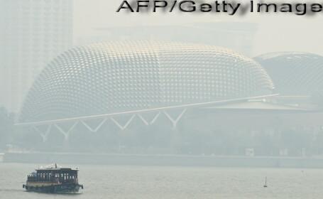 Orasul Singapore, acoperit de un nor de fum inecacios, din cauza poluarii