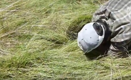 Au auzit sunete dintr-o groapa si au sarit imediat sa il salveze. Imagini incredibile filmate in Spania. VIDEO