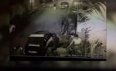 Momentul în care agenţi ai securităţii au arestat lideri ai opoziţiei în Venezuela. Unul a fost scos în pijamale din casă