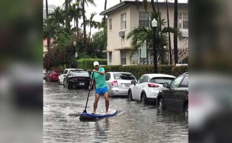 Cu caiacul pe străzile din Miami. A fost furtună tropicală