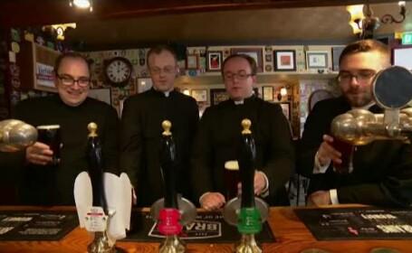 Preoți dați afară din bar. Angajații au crezut că s-au deghizat