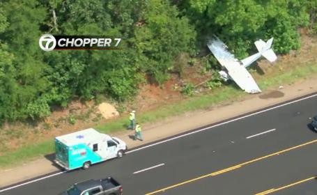 Avion filmat în momentul în care s-a prăbușit pe o autostrada din SUA