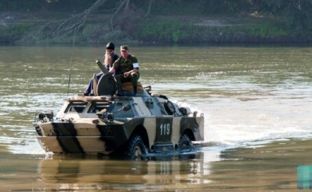 Exercițiu militar în Transnistria: Blindatele rusești au forțat râul Nistru