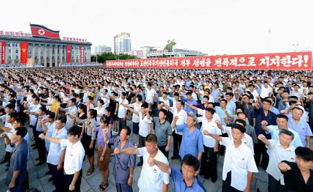 """Zeci de mii de nord-coreeni au scandat împotriva lui Trump. """"Loviți SUA"""""""