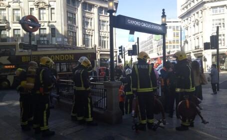 Staţie de metrou din centrul Londrei, evacuată, după ce un vagon a luat foc
