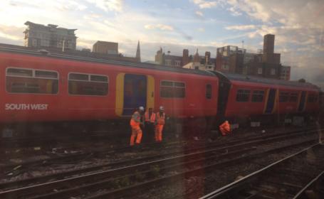 Tren deviat în Londra