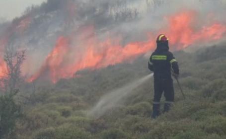 Turiștii români din Grecia nu sunt speriați de incendiile devastatoare