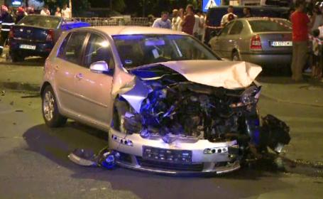 Două mașini distruse și doi răniți într-un accident în Capitală