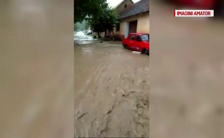 Inundații în Caraş-Severin. 20 de gospodarii au fost afectate de ape