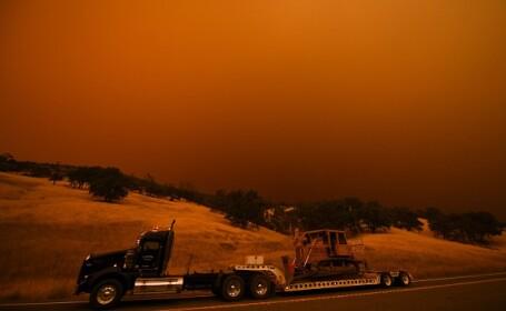 """California, devastată de incendii, mii de evacuați: """"Unele case au ars până la temelii"""""""