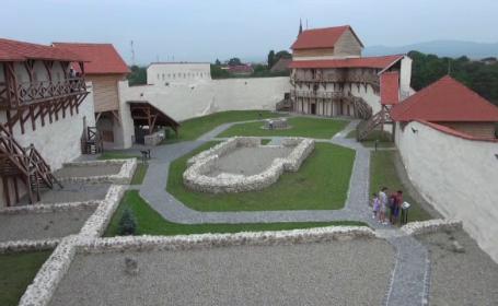 Nouă atracție pe harta cetăţilor din Transilvania. Cum puteți ajunge la Cetatea Marienburg de la Feldioara