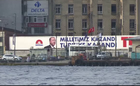 Lira turcească, în scădere din cauza tensiunilor dintre Turcia și SUA