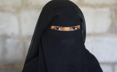 Burqa, interzisă în Olanda. Poliția refuză să aplice legea