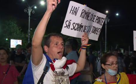 """Ziua a patra de proteste, în Piața Victoriei: """"Am încasat gaze pentru că am cerut un Guvern competent"""""""