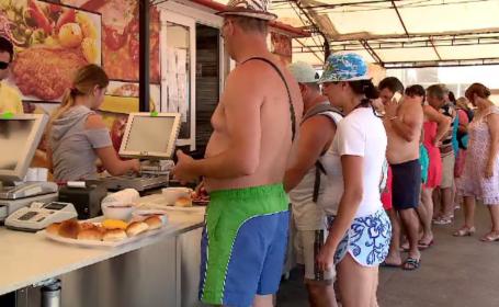 """Ce mâncare preferă turiștii români pe litoral. """"Se vinde tot\"""